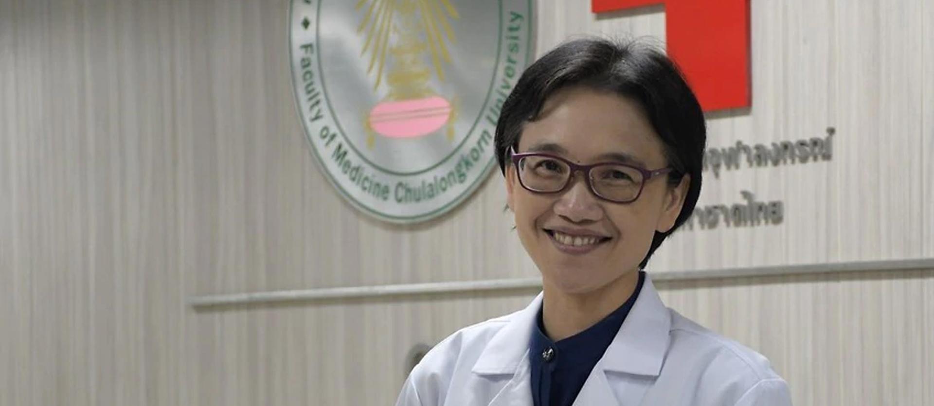 ดร.สุภาภรณ์ วัชรพฤษาดี แห่งศูนย์วิจัยโรคอุบัติใหม่ คณะแพทยศาสตร์ โรงพยาบาลจุฬาลงกรณ์ สภากาชาดไทย
